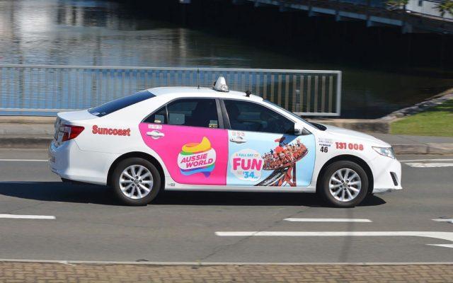 quảng cáo Taxi Hà Nội dán 4 cánh